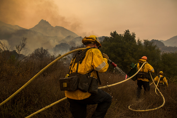David McNew「250,000 Evacuated In Southern California As Woolsey Fire Torches Over 70,000 Acres」:写真・画像(8)[壁紙.com]