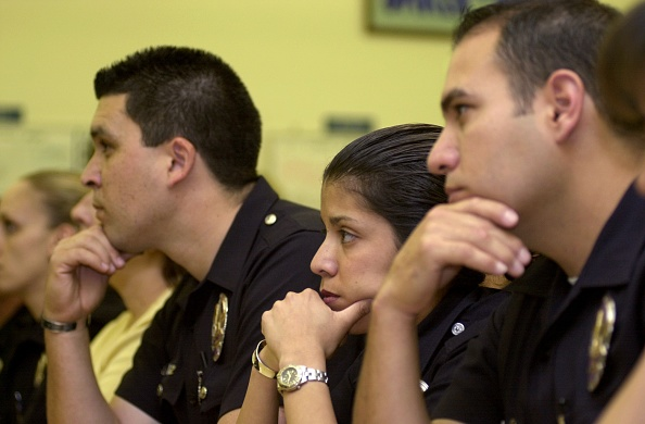 Prosecution「L. A. Mayor Riordan Addresses Scandalized LAPD Rampart Division」:写真・画像(2)[壁紙.com]