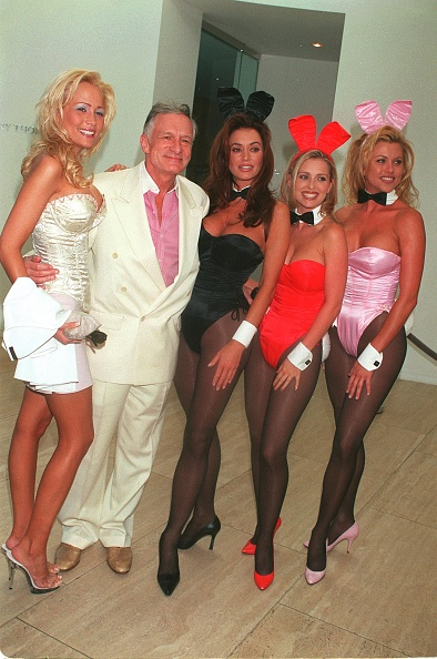 David Keeler「Hugh Hefner, Flanked By Playboy Bunnies」:写真・画像(16)[壁紙.com]
