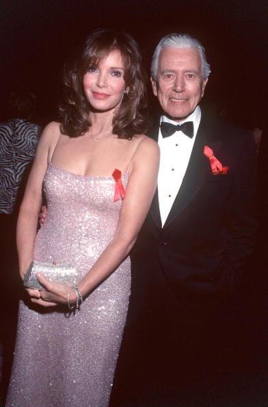 Jaclyn Smith「Jaclyn Smith And John Forsythe At The 5Th Annual Screen Actors Guild Award」:写真・画像(14)[壁紙.com]