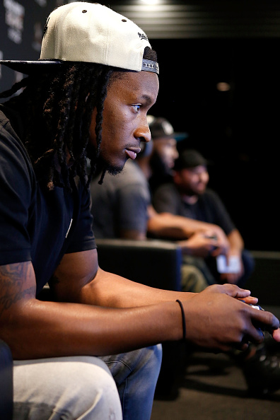 NFC「Los Angeles Rams Running Back Todd Gurley Goes Head-To-Hear Against New York Jets Running Back Matt Forte In Call Of Duty: Black Ops3 To Celebrate The Launch Of Eclipse DLC」:写真・画像(9)[壁紙.com]