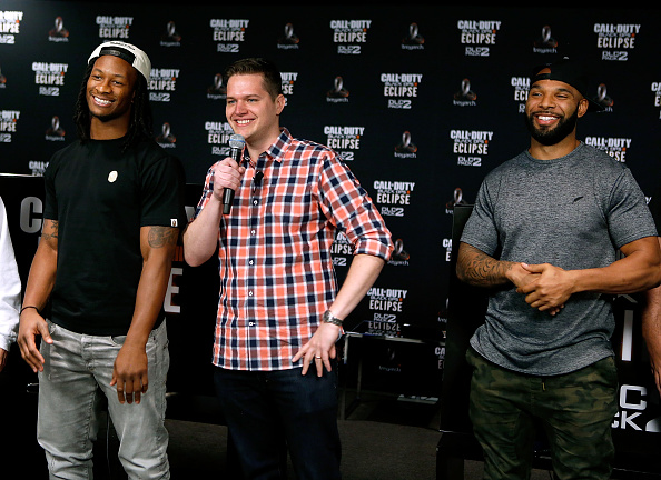 NFC West「Los Angeles Rams Running Back Todd Gurley Goes Head-To-Hear Against New York Jets Running Back Matt Forte In Call Of Duty: Black Ops3 To Celebrate The Launch Of Eclipse DLC」:写真・画像(12)[壁紙.com]