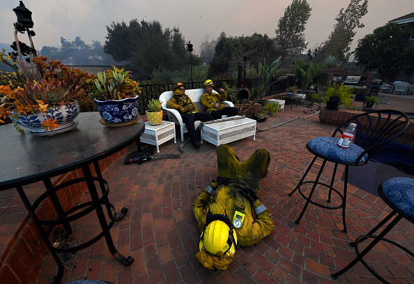Front or Back Yard「Fast-Spreading Hill and Woolsey Fires Force Evacuations In California's Ventura County」:写真・画像(16)[壁紙.com]