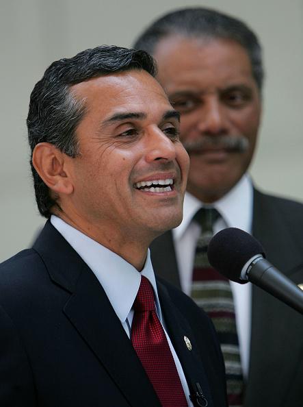 Justin Sullivan「Mayor-elect Antonio Villaraigosa Holds A News Conference」:写真・画像(6)[壁紙.com]
