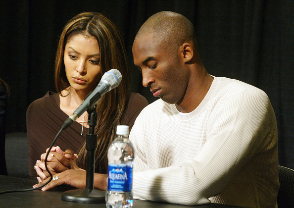 Wife「Kobe Bryant, Wife Appear At News Conference」:写真・画像(9)[壁紙.com]