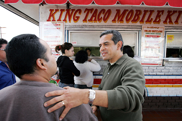 Taco「Antonio Villaraigosa Campaigns For Mayor」:写真・画像(15)[壁紙.com]