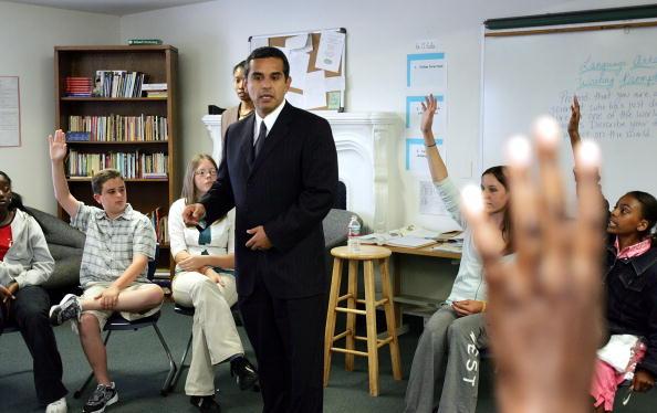 Magnet「LA Mayoral Candidate Antonio Villaraigosa Campaigns」:写真・画像(10)[壁紙.com]