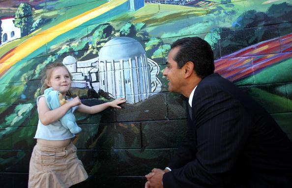 Magnet「LA Mayoral Candidate Antonio Villaraigosa Campaigns」:写真・画像(6)[壁紙.com]