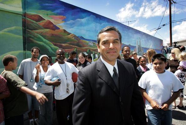 Magnet「LA Mayoral Candidate Antonio Villaraigosa Campaigns」:写真・画像(8)[壁紙.com]