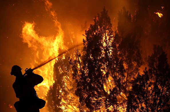 Southern California「Wildfires Grow In The Bone Dry Forests North Of Los Angeles」:写真・画像(11)[壁紙.com]