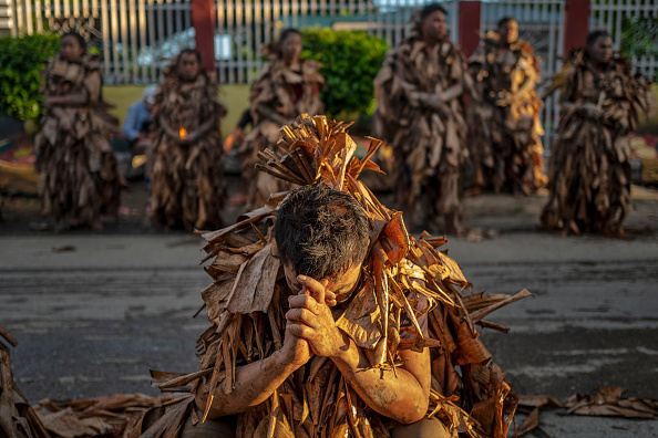 "Ezra Acayan「Filipino Devotees Gather For The ""Mud People"" Festival Amid The Coronavirus Pandemic」:写真・画像(10)[壁紙.com]"