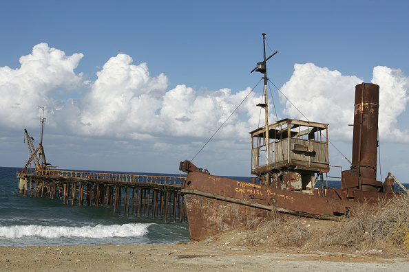 Republic Of Cyprus「This veteran is one of some 175 ÐTidsÓ built during World War Two to replace vessels sunk by enemy action. It worked for the Cyprus Cyprus Mining Corporation until the early 1970s and now lies abandoned on the waterfront alongside the old CMC Club restau」:写真・画像(17)[壁紙.com]