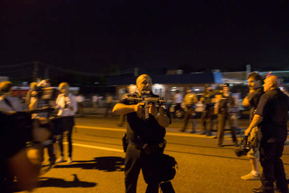 Aaron P「Cop Suspended Indefinitely After Threatening To Kill Ferguson Protestor」:写真・画像(4)[壁紙.com]