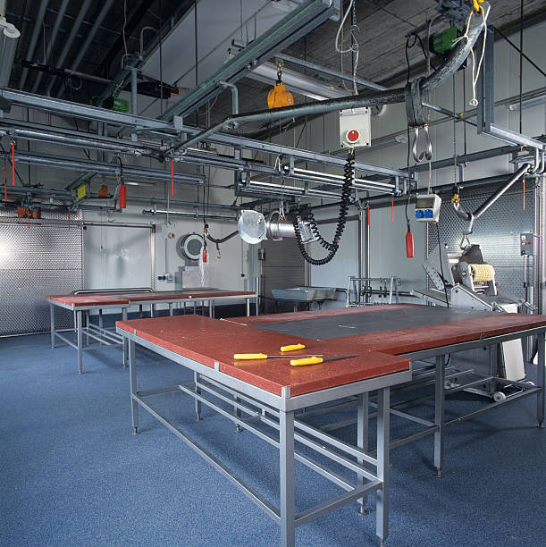 New industrial slaughterhouse with production tables and machines:スマホ壁紙(壁紙.com)