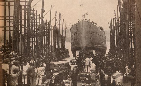 The Lion King「Launch of HMS Lion in August, 1910, c1910, (1935)」:写真・画像(18)[壁紙.com]