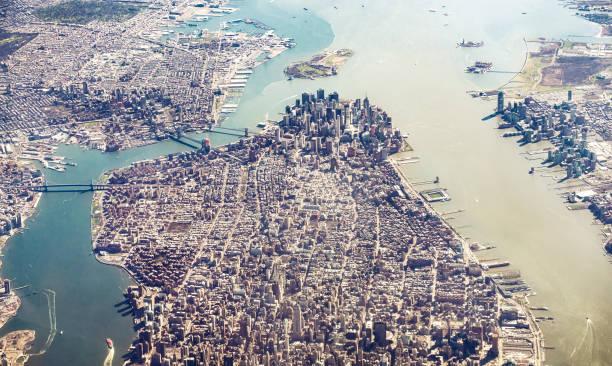 Manhattan Island and Brooklyn from the air:スマホ壁紙(壁紙.com)