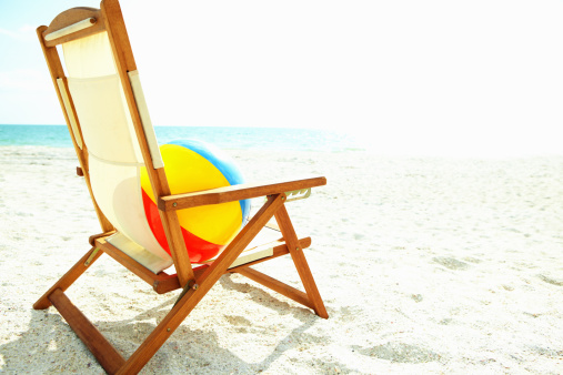 Deck Chair「Chair, ball on the beach」:スマホ壁紙(1)