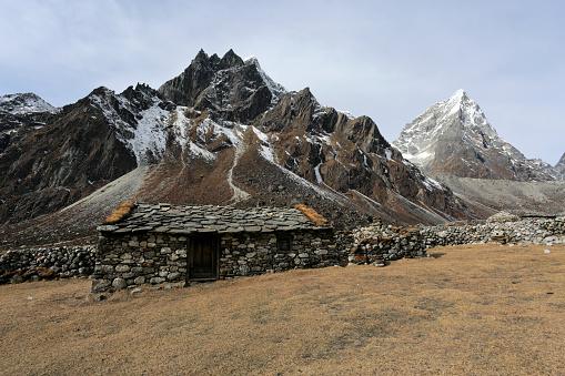 Khumbu「The ruins of the old Pheriche village」:スマホ壁紙(11)