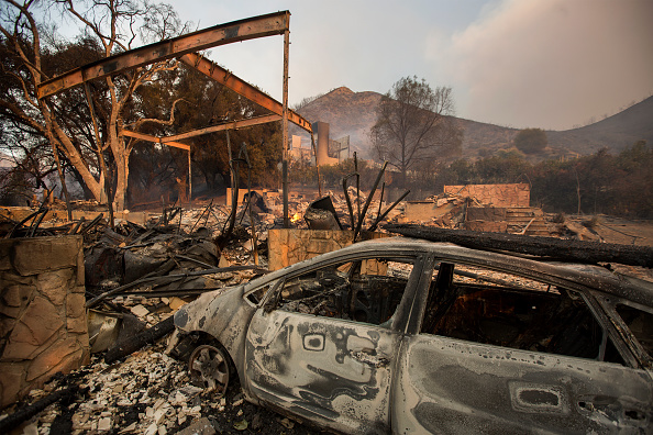 Burnt「Fast-Spreading Hill and Woolsey Fires Force Evacuations In California's Ventura County」:写真・画像(2)[壁紙.com]