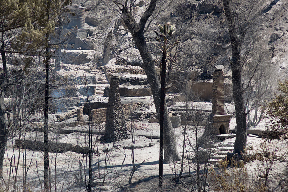 Azusa - California「Fire Crews Work To Contain Cabin Wildfire Within Angeles National Forest」:写真・画像(2)[壁紙.com]