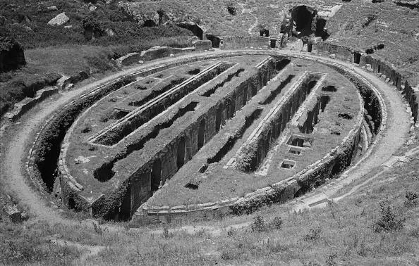Amphitheater「Campanian Amphitheatre」:写真・画像(0)[壁紙.com]