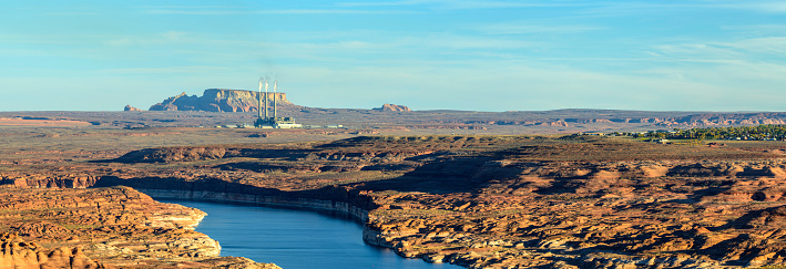 Glen Canyon National Recreation Area「Lake Powell and Coal Fired Power Plant in  Utah  Panorama at Sunset」:スマホ壁紙(16)
