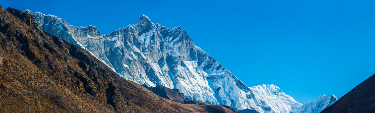 Khumbu「Lhotse 8516m south face towering over Himalaya mountains panorama Nepal」:スマホ壁紙(3)