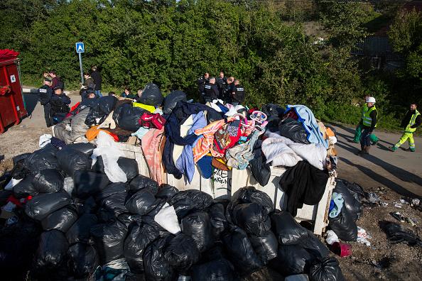Calais「Migrants Leave The Jungle Refugee Camp In Calais」:写真・画像(10)[壁紙.com]