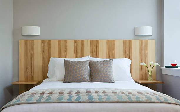 Pillows and bed in luxury bedroom:スマホ壁紙(壁紙.com)