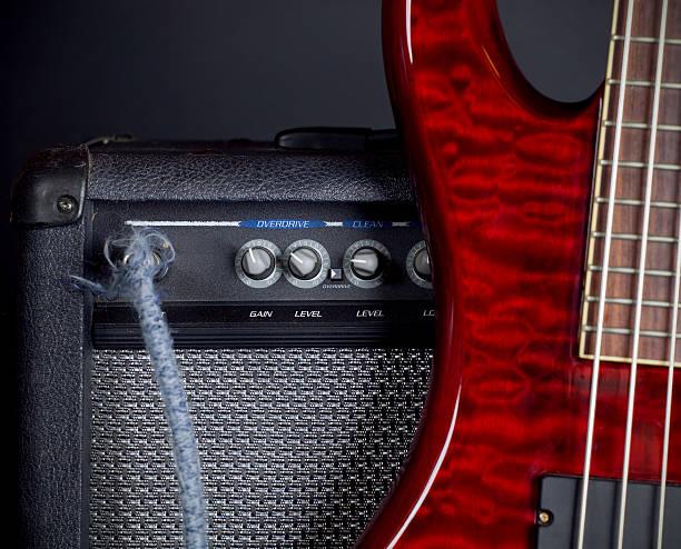Bass Guitar and Amplifier:スマホ壁紙(壁紙.com)