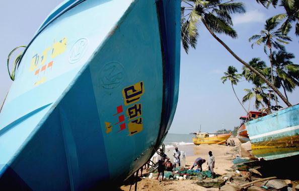 Sri Lanka「Aid Is Distributed To Survivors Of The Tsunami In Sri Lanka」:写真・画像(5)[壁紙.com]