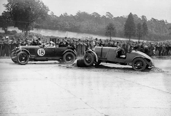 Misfortune「Lagonda passing R Childe's crashed Lea-Francis, BARC 6-Hour Race, Brooklands, Surrey, 1929,」:写真・画像(17)[壁紙.com]