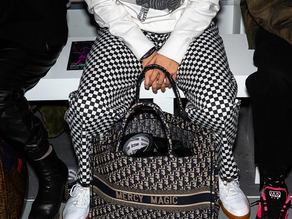 ロンドンファッションウィーク「Backstage at London Fashion Week」:写真・画像(1)[壁紙.com]