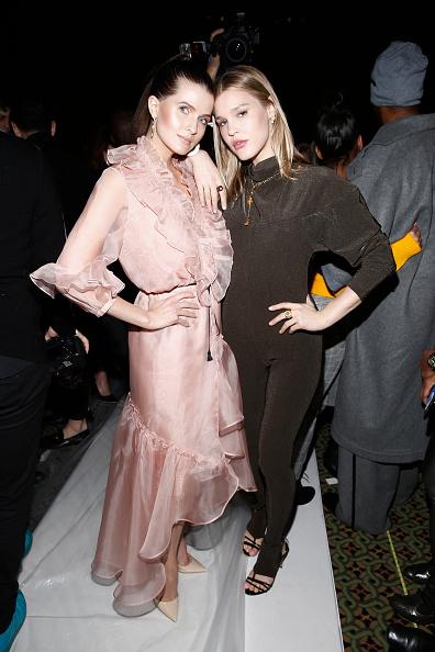 ミッドタウンマンハッタン「Dennis Basso - Front Row - February 2019 - New York Fashion Week」:写真・画像(2)[壁紙.com]