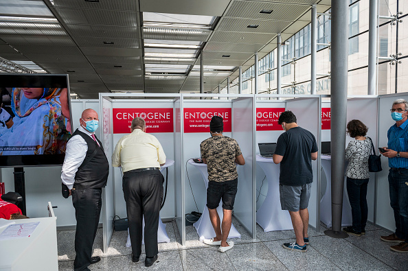 Thomas Lohnes「Frankfurt Airport Introduces On-Site Covid-19 Testing」:写真・画像(14)[壁紙.com]
