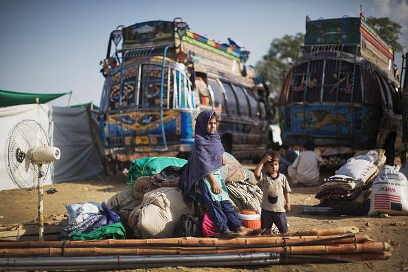 Waiting「Internally Displaced Pakistanis Prepare To Return Home」:写真・画像(17)[壁紙.com]