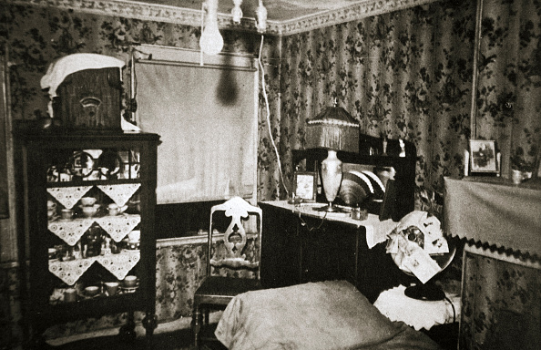 Apartment「Room Within A New York Tenement Block USA Early 1930s」:写真・画像(19)[壁紙.com]