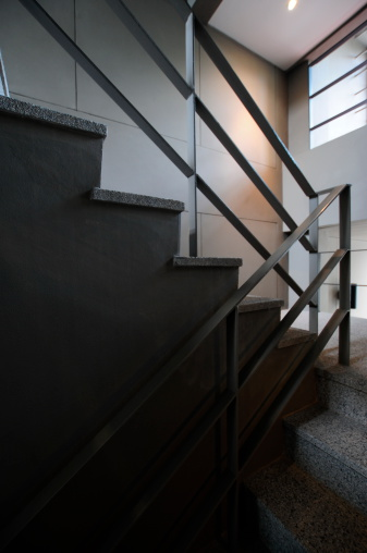 Accidents and Disasters「Open stairwell in a modern building」:スマホ壁紙(18)