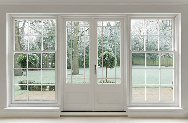 frosty view through white windows:スマホ壁紙(壁紙.com)