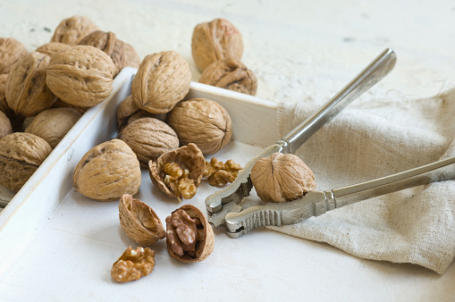 Walnut「Whole and cracked walnuts and nutcracker」:スマホ壁紙(13)