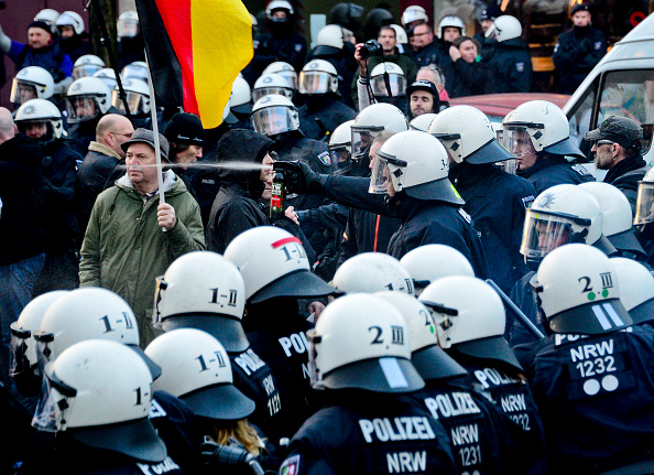 North Rhine Westphalia「Right-Wing Groups Rally Following Cologne Sex Attacks」:写真・画像(18)[壁紙.com]