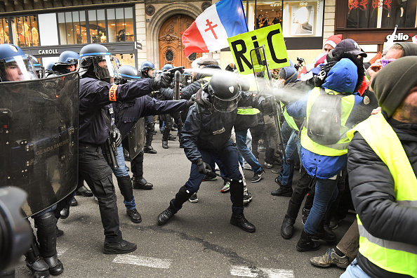 Jeff J Mitchell「'Yellow Vests' Return Despite Macron's Concessions」:写真・画像(7)[壁紙.com]