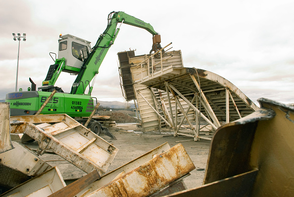 Crane - Construction Machinery「The machine making sort work of scrapping the casting bed」:写真・画像(0)[壁紙.com]