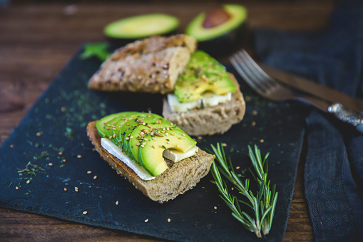 Whole Wheat「Avocado and brie cheese sandwich on mixed seed roll」:スマホ壁紙(6)