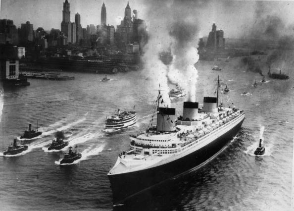 Steamboat「Passenger steam ship Normandy in the port of New York, America, Photograph, 10,2,1942」:写真・画像(15)[壁紙.com]