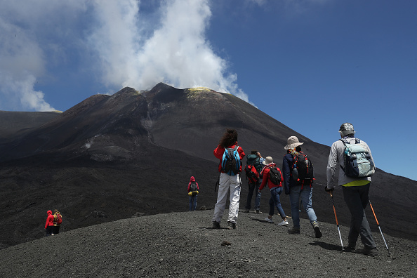 Mountain「Travel Destination: The Simmering Volcano Of Mount Etna」:写真・画像(12)[壁紙.com]