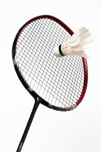 Focus On Background「white shuttlecock and badminton racket」:スマホ壁紙(15)