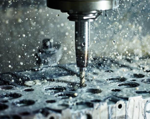 CNC machine drilling into cylinder head with coolant:スマホ壁紙(壁紙.com)