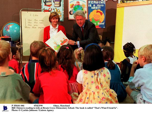 Grove「Olney Maryland Bill Clinton Is Reading To Kids At Brook Grove Elementary Schoo」:写真・画像(3)[壁紙.com]