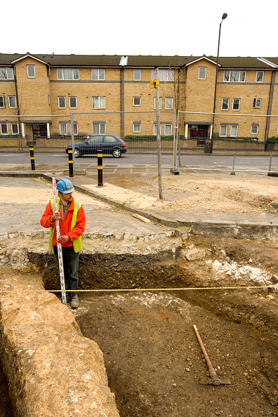 Archaeology「Archaeological dig prior to a large regeneration property development in Bermondsey square, South London. UK.」:写真・画像(6)[壁紙.com]